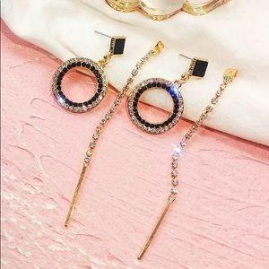 Elegant Black and crystal earrings
